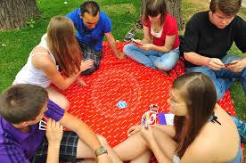 Подростки в карты на раздевания